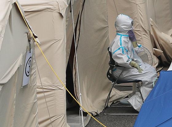 역대급 폭염이 '마스크 방역'도 덮친다…여름이 두려운 사...