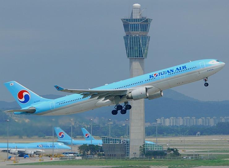 인천공항에서 이륙하고 있는 대한항공 여객기. [중앙포토]