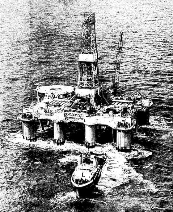 1970년대 제7광구는 국민으로 하여금 산유국의 꿈을 꾸게 했다. '제7광구'란 대중 가요도 나왔다. 사진은 7광구 옆 5광구에 설치됐던 시추선. 5광구에선 원유·가스가 발견되지 않았다. [중앙포토]