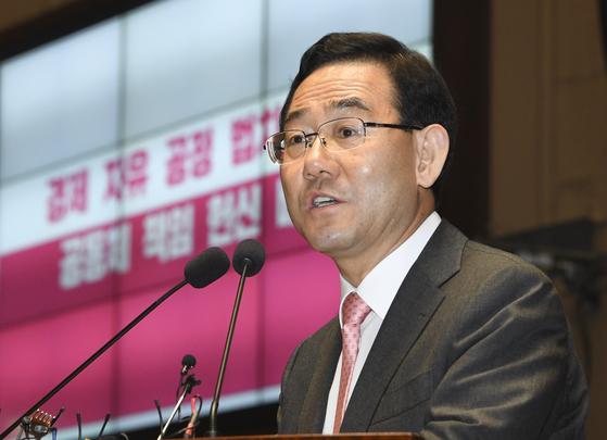 미래통합당 주호영 원내대표가 4일 오후 국회에서 열린 의원총회에서 발언하고 있다. 임현동 기자