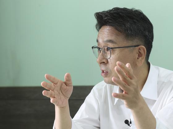 이철희 전 더불어민주당 의원이 3일 서울 신촌의 모처에서 중앙일보와 인터뷰를 하고 있다. 임현동 기자