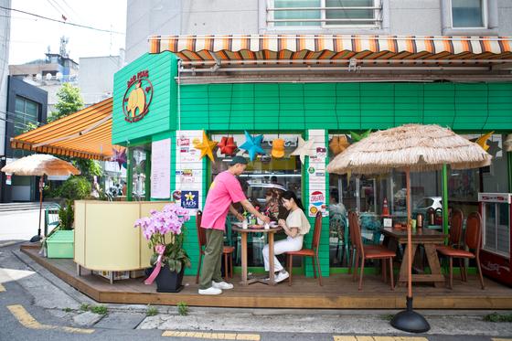 동남아 음식이라면 베트남 쌀국수, 태국 똠얌꿍부터 떠오른다. 익숙하지 않을 뿐 라오스·미얀마·캄보디아 음식도 뒤지지 않는다. 서울과 수도권에 세 나라 음식을 파는 식당이 여럿 있다. 서울 용산에 자리한 식당 라오삐약은 9가지 라오스 음식을 판다.