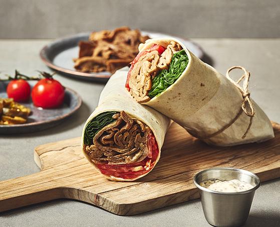 지구인컴퍼니가 만든 식물성 대체육 언리미트를 활용한 시중 프랜차이즈 식당의 메뉴.