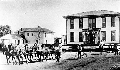 1920년대 말의 힘을 이용해 움직인 캐나다 목조주택.
