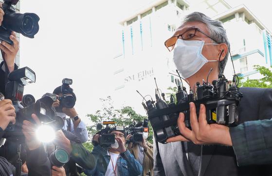 지난달 11일 문은상 신라젠 대표이사가 서울 양천구 서울남부지방법원에서 영장실질심사를 받기 위해 출석하고 있다. 뉴스1