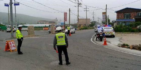 서해 최북단 백령도서 음주운전 단속 중인 경찰. 사진 인천 중부경찰서