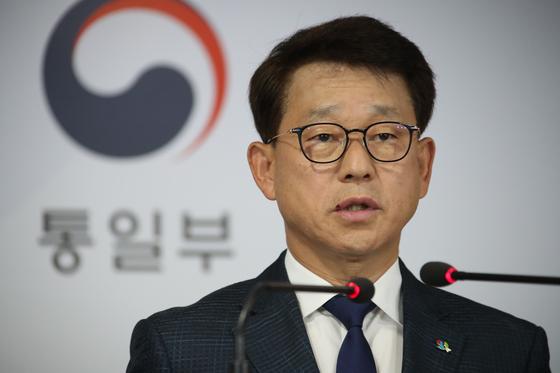 여상기 통일부 대변인이 4일 오전 정부서울청사 브리핑실에서 대북전단과 관련한 브리핑을 하고 있다. 연합뉴스
