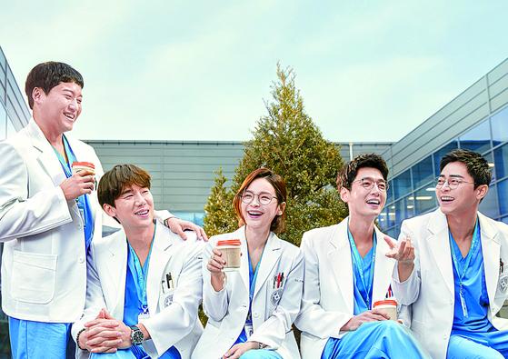 '슬기로운 의사생활'은 매회 다른 포스터로 화제를 모았다. [사진 tvN, CJ ENM]