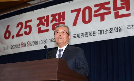 김종인 미래통합당 비대위원장이 9일 오후 서울 여의도 국회 의원회관에서 열린 '6.25전쟁 70주년 회고와 반성' 정책세미나에 참석해 축사를 하고 있다. [뉴스1]