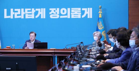 문재인 대통령이 9일 오전 청와대에서 열린 국무회의에서 발언하고 있다. 청와대 사진기자단