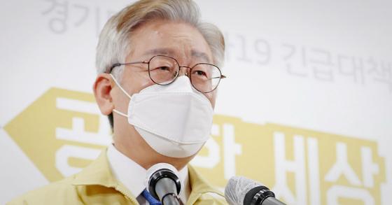 이재명 경기도지사. 고속도로 휴게소 병원은 2018년 이지사 인수위원회에 접수된 도민 공모 사업이다. 뉴스1