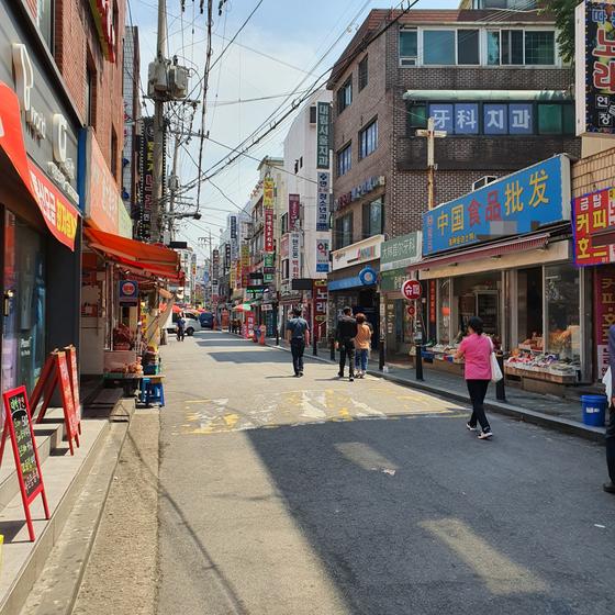9일 오후 1시 20분쯤 서울 영등포구 대림동의 한 거리 모습. 식당들이 모여 있는 거리였지만 손님들은 거의 없었다. 이후연 기자
