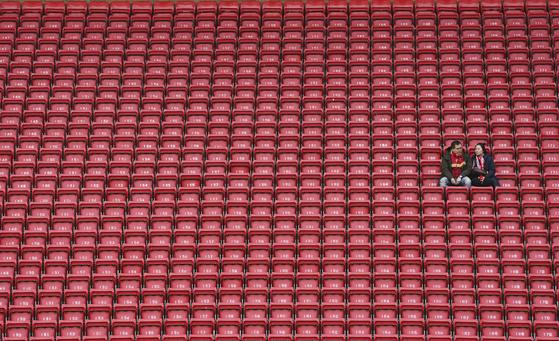 잉글랜드 프로축구가 재개 일주일을 남겨두고 코로나19 확진자가 발생해 혼란에 빠졌다. [AP=연합뉴스]