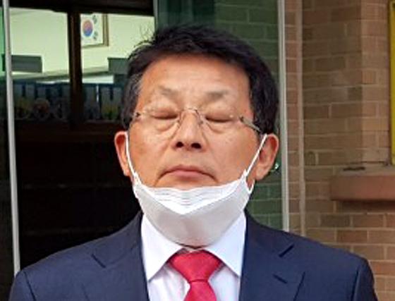 생각에 잠긴 차명진 전 의원.   연합뉴스