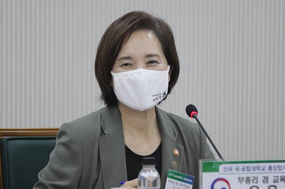 눈뜨면 터지는 수도권 감염…정부 1/3 등교 이달말까지 연장