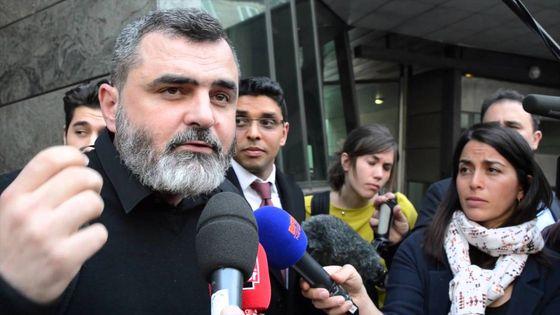 회사가 자신을 심심하게 내버려뒀다며 소송을 건 한 프랑스 남성(맨 왼쪽)이 지난 9일 승소했다. [유튜브]