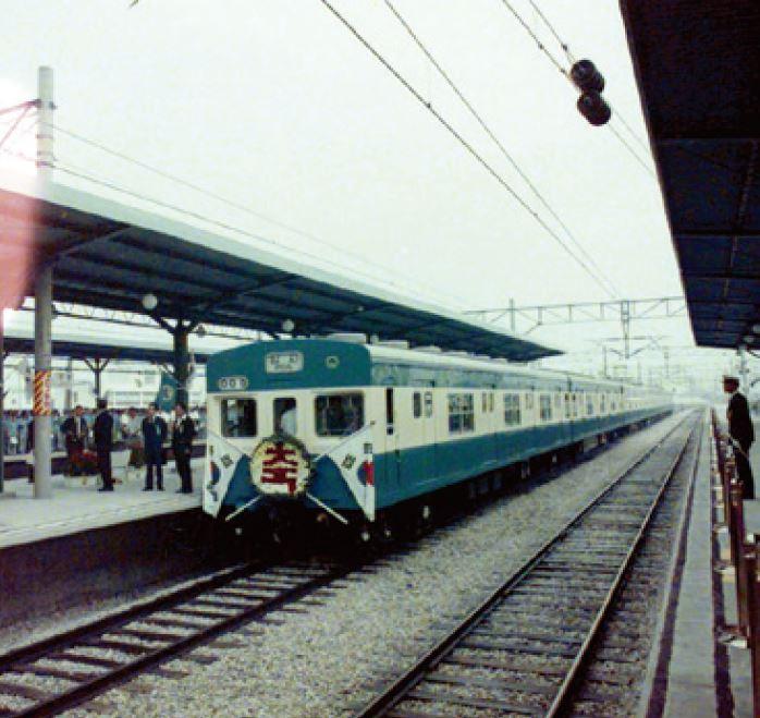 1974년 개통한 수도권 전철. [사진 코레일]