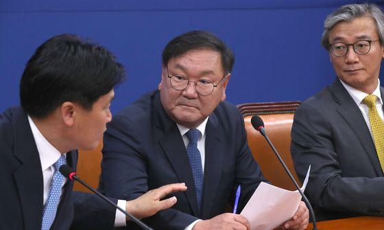 더불어민주당 김태년 원내대표가 박병석 국회의장이 제시한 원 구성 협상 시한을 하루 앞둔 14일 국회에서 기자간담회를 열고 원 구성 협상과 관련해 입장을 밝혔다. 오종택 기자
