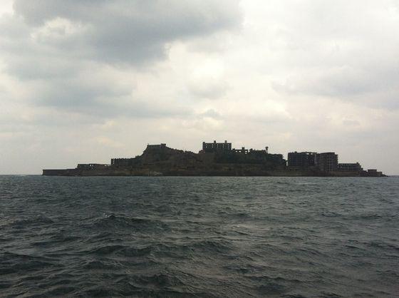 2015년 세계문화유산으로 등재된 일본 나가사키현의 하시마. 멀리서 본 섬의 모양이 군함을 닮았다고 해서 군함도로도 불린다. [서승욱 특파원]