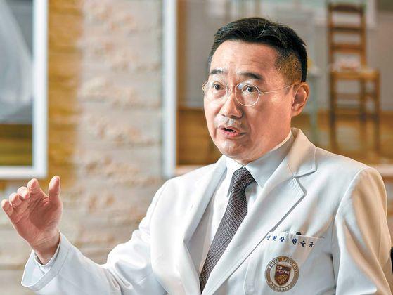 한승규 병원장이 고대구로병원의 3단계 마스터플랜을 세우게 된 배경을 설명하고 있다. 김동하 객원기자