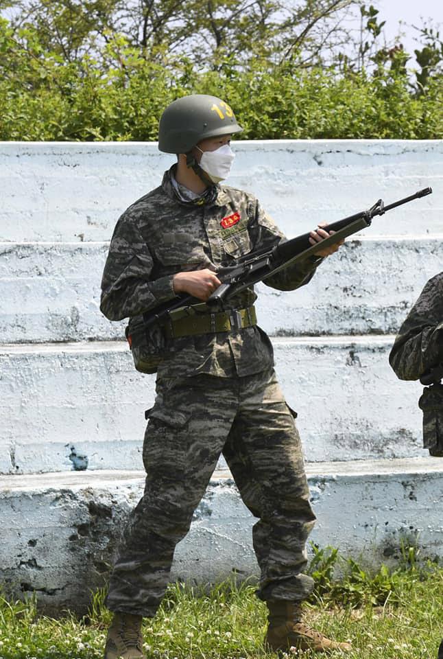 제주 해병대에서 기초군사훈련을 받은 손흥민이 총검술을 하는 모습. [사진 대한민국 해병대 페이스북]