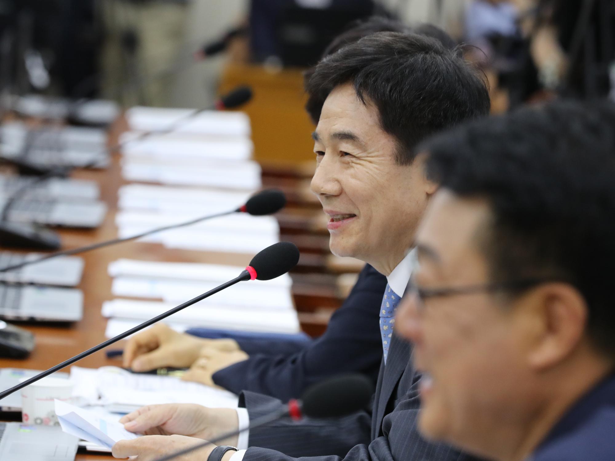 무소속 이용호 의원이 17일 국회 보건복지위원회 전체회의에서 발언하고 있다. 연합뉴스