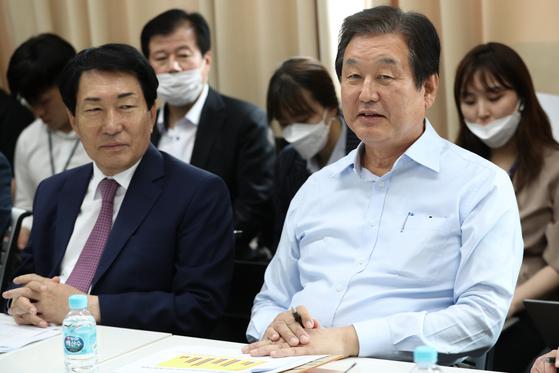 김무성 전 미래통합당 의원이 17일 오후 서울 마포구의 한 사무실에서 열린 '더 좋은 세상' 포럼에 참석해 있다.〈br〉〈br〉[뉴스1]