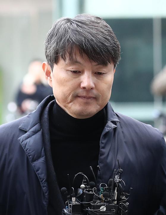 지난해 11월 서울동부지법에서 열린 영장실질심사에 출석하는 유재수 전 부산시 경제부시장. 뉴스1