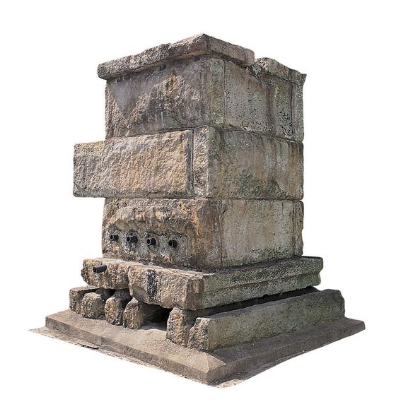 임대홍 창업회장이 개발한 석부. 전국 각지의 유명한 돌을 전부 수집해 철분과 염산 함량 등을 조사한 끝에 석질이 가장 우수한 전라도 황등산에서 돌을 공수했다. 임 회장은 4개월 동안 직접 돌을 깎고 밀어 석부를 완성했다. 석부는 1일 평균 7~10t의 글루텐을 분해할 수 있었다. 사진 (주)대상