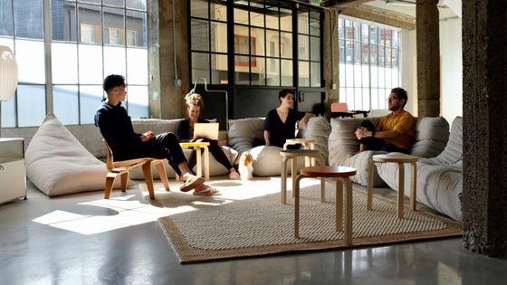 미국 실리콘밸리 노션 본사. 왼쪽부터 이반 자오(Ivan Zhao) 노션 공동 창업자 및 CEO, 카미유 리케츠 마케팅 총괄, 릴리 마틴 고객만족 매니저, 데이비드 티비츠 제품 마케터. 노션 제공〈br〉〈br〉