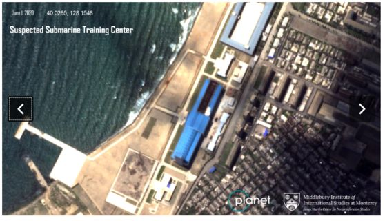 북한 신포 잠수함 훈련소로 추정되는 건물. 파란색 지붕이 올려졌다. [ACW 캡처]