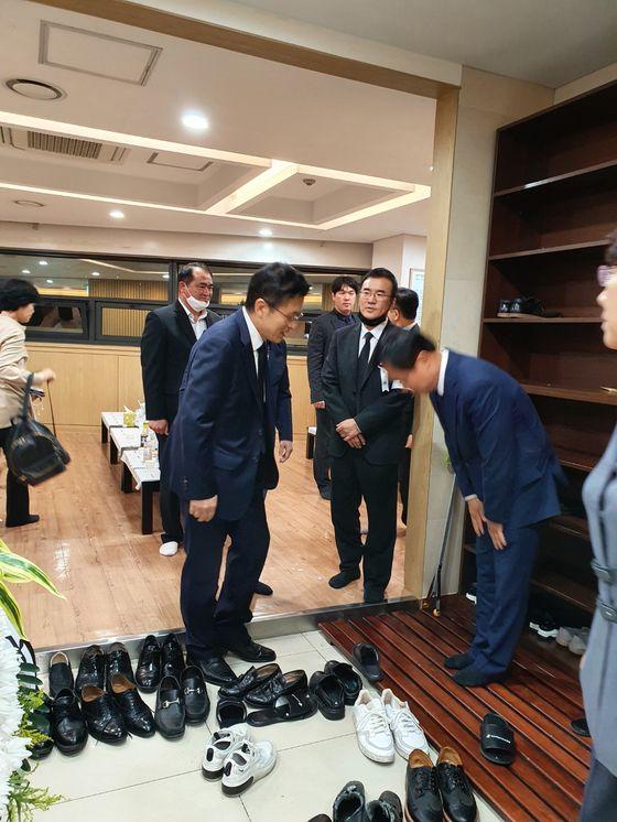 황교안 전 미래통합당 대표가 19일 홍사덕 전 국회 부의장 빈소를 찾았다. [홍사덕 전 부의장 측 제공]
