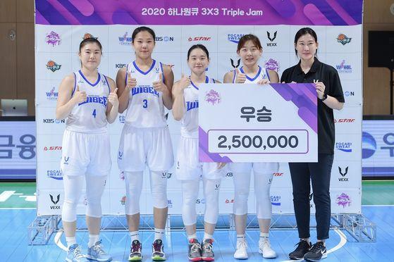 우리은행이 여자농구 2020년 3대3 트리플잼 1차 대회 정상에 올랐다. [사진 WKBL]