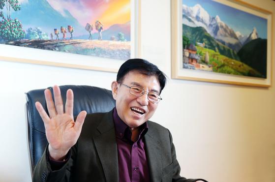 김덕룡 김영삼민주센터 이사장이 지난 2019년 12월12일 자신의 개인 사무실에서 월간중앙과 인터뷰를 하고 있다. [중앙포토]