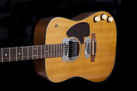 20일 미국 줄리언스 옥션 경매에서 600만 달러에 낙찰된 커트 코베인의 기타. [AFP=연합뉴스]