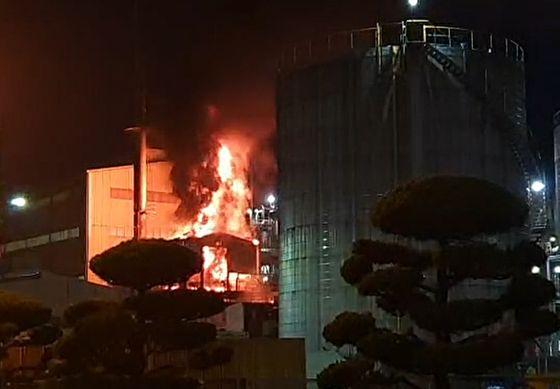 22일 오후 8시 27분쯤 전남 여수시 여수국가산업단지 내 한 석유화학공장에서 화재가 발생했다. 뉴스1