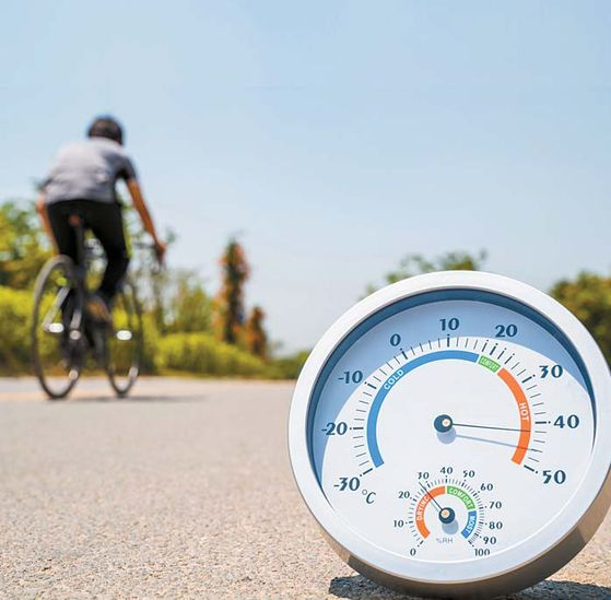 22일 낮 최고기온이 35도를 넘으며 폭염이 이어지는 가운데 '온열 질환'을 주의해달라는 질병관리본부의 당부가 나왔다. [중앙포토]