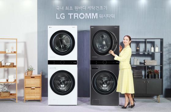배우 조여정이 지난 4월 일체형 디자인의 세탁건조기 'LG 트롬 워시타워'를 소개하고 있다. [사진 LG전자]
