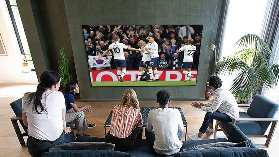 LG전자가 올해 선보인 OLED TV '갤러리 디자인'. 혁신적인 디자인으로 해외 IT 매체에서 극찬을 받았다. [사진 LG전자]