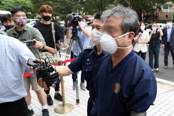 이모 스타모빌리티 대표가 19일 서울남부지법에서 열린 영장실질심사에 출석하고 있다. 뉴스1