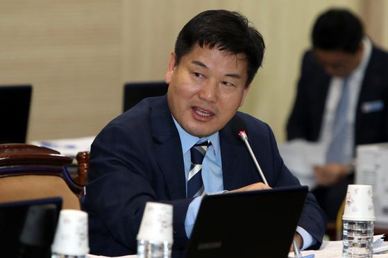 질의하는 홍의락 전 의원 . 연합뉴스