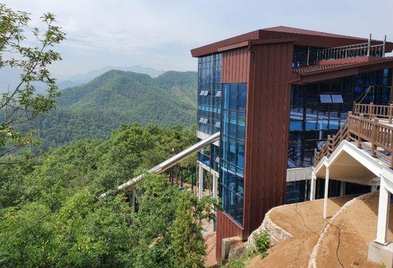다음 달 개장하는 충북 단양군 '만천하슬라이드'. 이 슬라이드는 국내 첫 산악형 슬라이드다. 연합뉴스〈br〉〈br〉