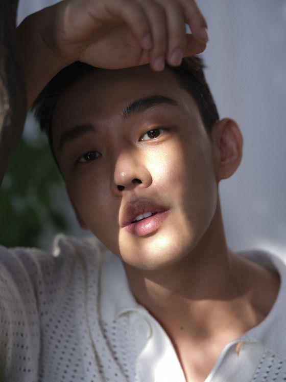 유아인이 취미로 즐긴다는 드론은 영화 '#살아있다'에 생존무기로 등장한다. [사진 롯데엔터테인먼트]