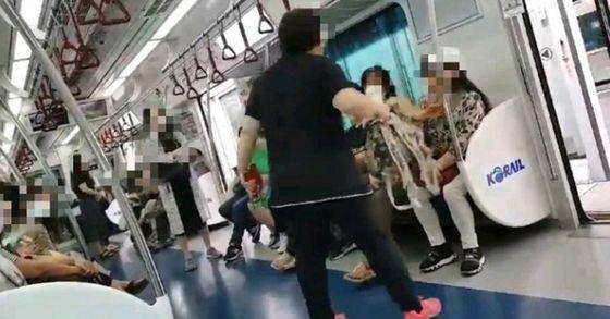 마스크 써달라는 요구에 지하철서 난동 피운 승객. 연합뉴스