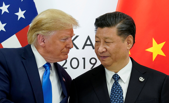 2019년 6월 29일 일본 오사카에서 열린 G20 정상회의에 참석한 도널드 트럼프 미 대통령과 시진핑 중국 국가주석. [로이터=연합뉴스]