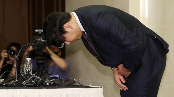 23일 기자회견에서 고개를 숙여 인사하는 강정호. [연합뉴스]