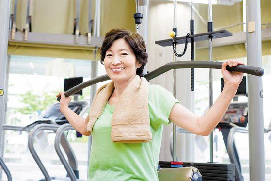 건강한 노년을 위해서는 평소 충분한 근력운동과 단백질 섭취가 필수적이다. [사진 pixta]