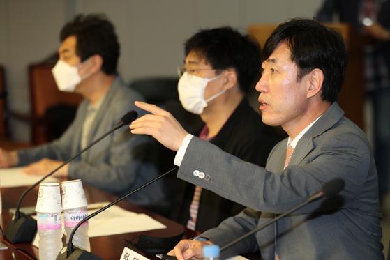 하태경 미래통합당 의원(오른쪽). 뉴스1