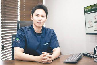 피부 질환 및 흉터 치료로 유명한 리온한의원의 김웅재 대표원장.