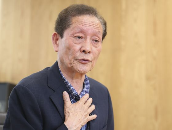 '함바왕' 유상봉(74)씨가 지난 17일 중앙일보와 인터뷰를 하는 중이다. 임현동 기자
